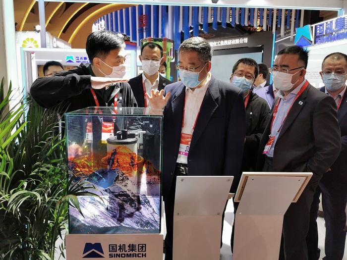 """""""珠峰型""""重力仪亮相2021年中国自主品牌博.."""